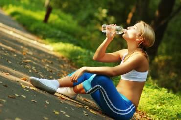 Κάθε πόσα χιλιόμετρα πρέπει να πίνω ηλεκτρολύτες, νερό ή τζελ, κατά την διάρκεια του αγώνα του μαραθωνίου;